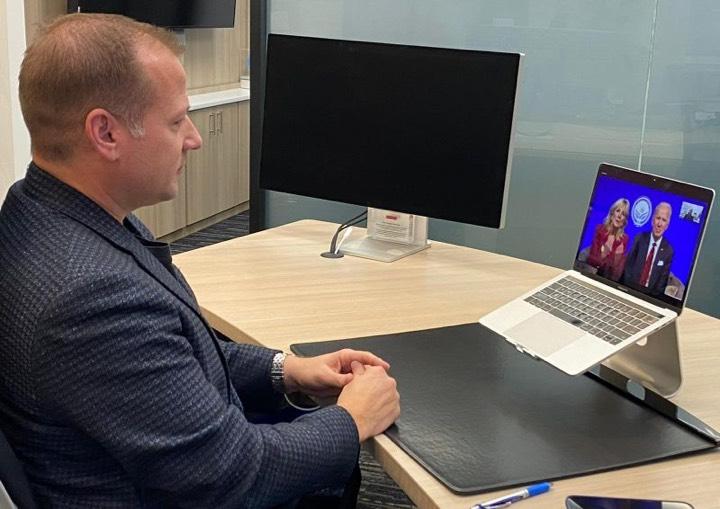 Starkey CEO Brandon Sawalich gesprek President Biden