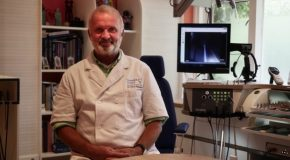 """""""Mag ik met een verstopt oor vliegen?"""" –  KNO-arts Hubert Spoelstra van de Carnegie Clinics in Den Haag geeft antwoord"""