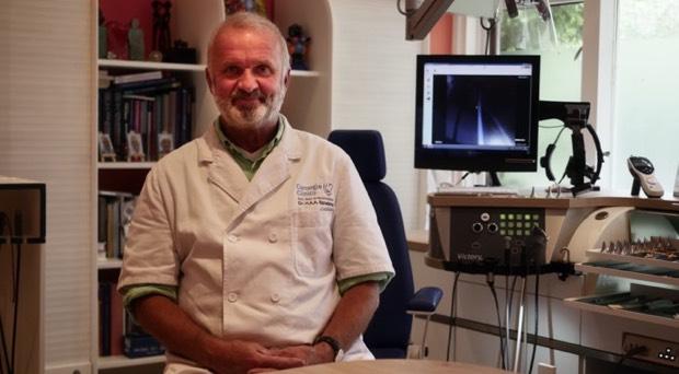 """Hoorzaken - """"Mag ik met een verstopt oor vliegen?"""" –  KNO-arts Hubert Spoelstra van de Carnegie Clinics in Den Haag geeft antwoord"""