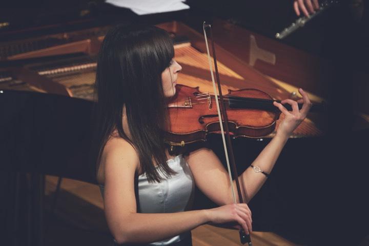 hoorapparaten en muziek viool