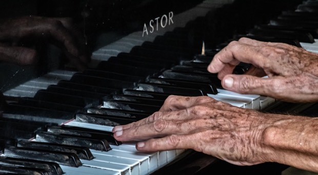 oudere musici verstaan beter in lawaai