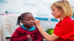 Hoorzaken - Starkey houdt inzamelingsactie oude hoortoestellen. Help ook mensen in de armste landen aan een beter gehoor!