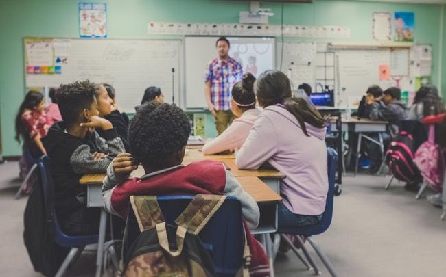 stemversterker klaslokaal stemproblemen docent schoolprestaties leerlingen verstaanbaarheid